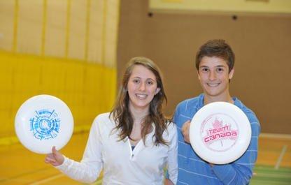 Présentez un frisbee à Magali Rousseau et à... (Imacom, Claude Poulin)