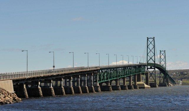Le pont de l'Île-d'Orléans... (Le Soleil, Steve Deschênes)