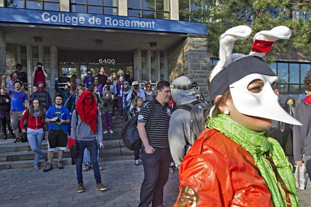 Des manifestations ont eu lieu au Collège de... (PHOTO: PATRICK SANFAÇON, LA PRESSE)