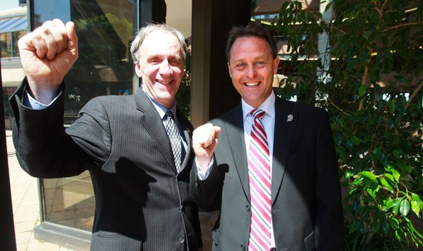 Le maire de Gatineau Marc Bureau (à gauche)... (Patrick Woodbury, Archives LeDroit)