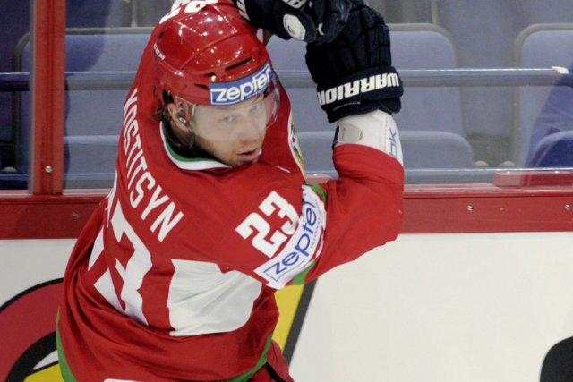 Andrei Kostitsyn a été expulsé du match contre... (Photo: AP)