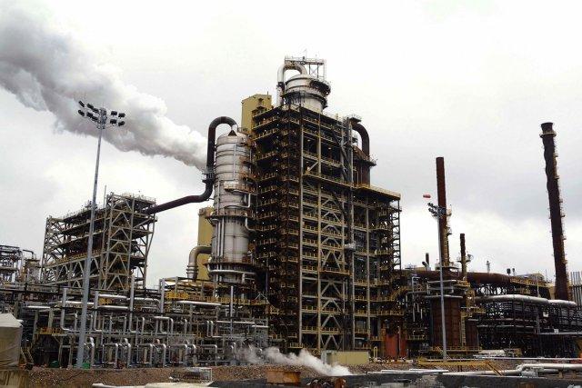Les revenus du pétrole et du gaz chuteront... (PHOTO: TODD KOROL, ARCHIVES REUTERS)