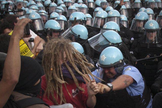 Dimanche, au moins 45 personnes ont été interpellées... (Photo : Adrees Latif, Reuters)