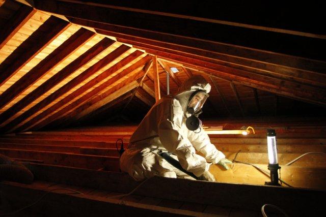 Décontamination d'une maison isolée à l'amiante aussi ... (Photo Martin Leblanc, La Presse)