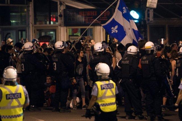 Manifestation à Montréal, mercredi soir... (La Presse Canadienne)