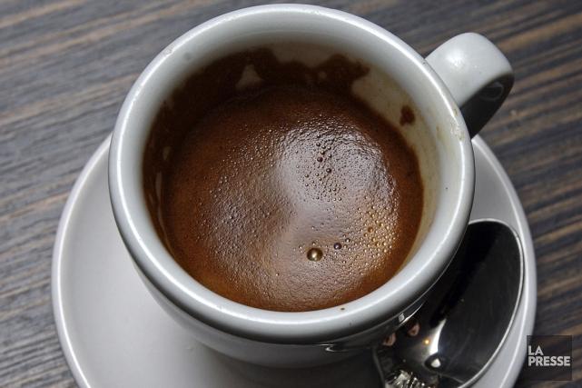 Boire trop chaud, café, thé ou maté, est une habitude susceptible de causer un... (Photo archives La Presse)
