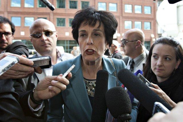 Michelle Courchesne lors de son arrivée aux négociations... (Photo: La Presse Canadienne)
