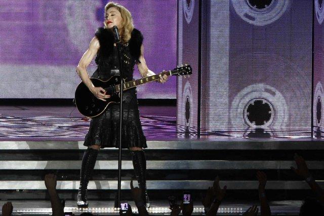Dans un décor féérique devant la mer, Madonna lançait sa neuvième tournée... (Photo: Reuters)