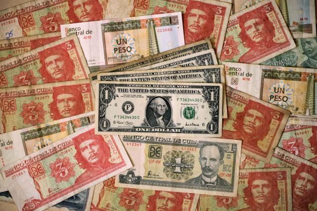 Depuis douze ans, deux monnaies circulent à Cuba... (Photo Reuters)
