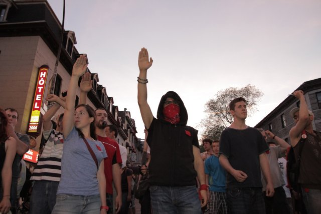 Une manifestation nocturne des étudiants à Montréal, pendant... (Photo: Valérian Mazataud, collaboration spéciale)