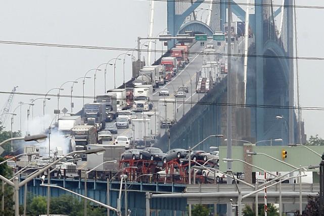 La circulation terrestre entre Windsor et Detroit est... (Photo AP)