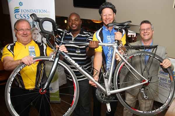 Quarante-cinq cyclistes, dont Pierre Madore, Philippe Mabiala, Benoit... (Patrick Woodbury, LeDroit)