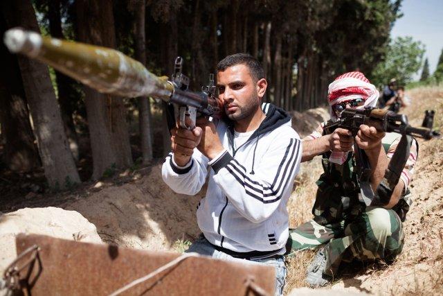 Deux membres de l'Armée syrienne libre (ASL) à... (Photo: AFP)