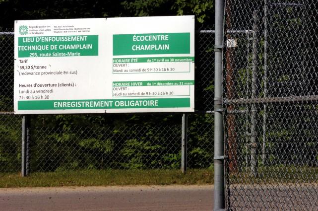 Les neuf membres du Syndicat régional des employé(e)s... (Photo: Francois Gervais)