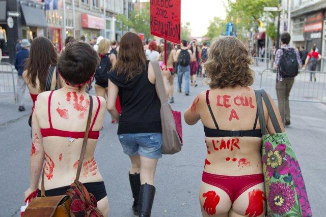 Formule-choc empruntée à d'autres luttes ou créée spécialement pour l'occasion,... (Photo : Edouard Plante-Fréchette, archives La Presse)