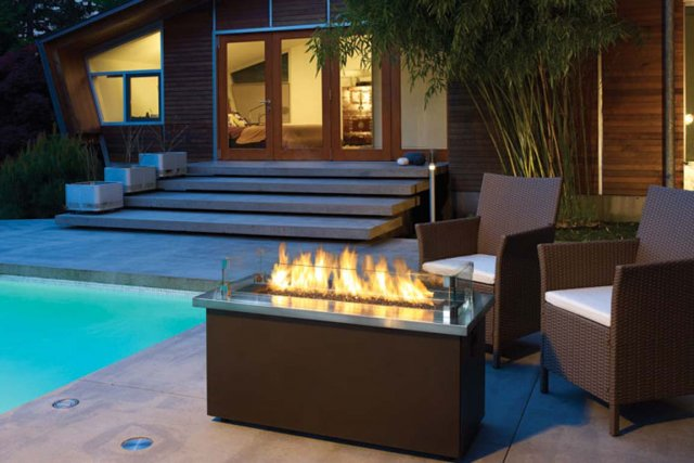 Feu feu joli feu danielle bonneau cour et jardin for Foyer gaz exterieur