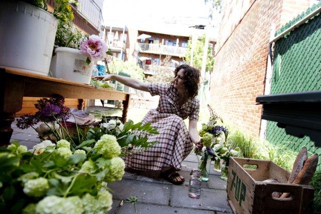 On ne pense pas assez souvent à fleurir nos tables. Mais le nouveau service... (Photo Marco Campanozzi, La Presse)