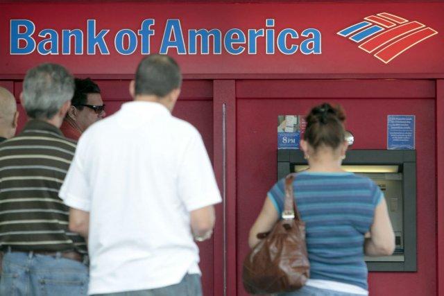 Bank of America a annoncé mardi la mise à pied d'environ 3000 employés à... (Photo archives AP)