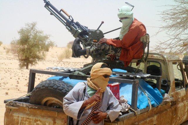 Des combattants d'Ansar Dine photographiés à Tombouctou, le... (Photo:  Romaric Ollo Hien, Archives AFP)
