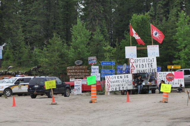 Les Atikamekws maintiennent le blocus des opérations forestières... (Photo: CONSEIL DE LA NATION ATIKAMEKW)