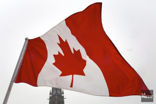 Vous sentez-vous fier du drapeau canadien?... (PHOTO : ADRIAN WYLD, LA PRESSE CANADIENNE)
