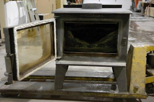 qu bec veut se d barrasser des vieux po les bois polluants actualit s. Black Bedroom Furniture Sets. Home Design Ideas