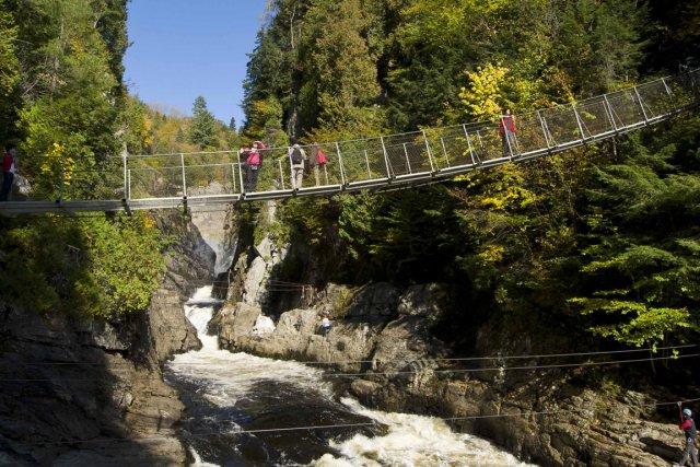 Avec ses 74 mètres, la chute de Sainte-Anne-de-Beaupré... (Photo fournie par le Canyon Saint-Anne)