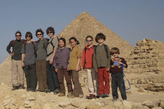 La famille Leclerc-Duris, en Égypte, devant les pyramides,... (Photo fournie par Michèle Leclerc)