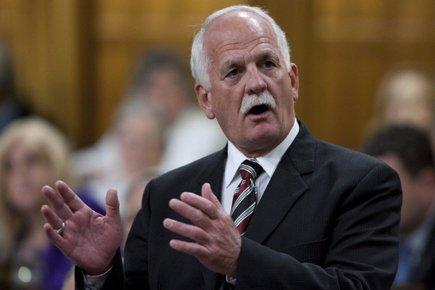 Le ministre Vic Toews veut mettre fin au... (Photo: PC)
