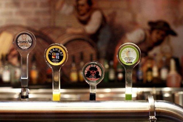 Chez L'Inox, qui brasse de la bière depuis... (Photothèque Le Soleil, Yan Doublet)