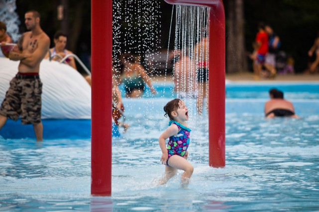 La piscine de l 39 expo ferm e vendredi et samedi en journ e for Club piscine granby quebec