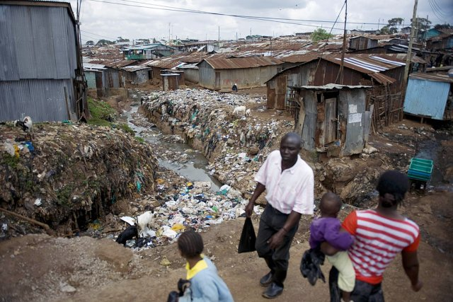 Le bidonville de Kibera, où on ne trouve... (PHOTO TONY KARUMBA, AFP)