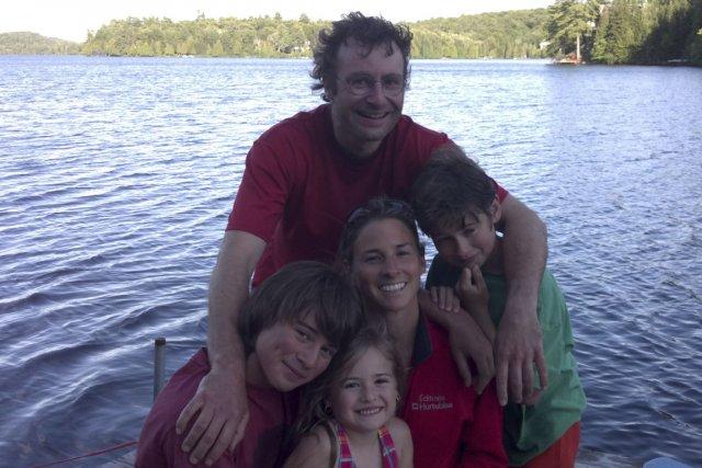 La famille de Sophie Galarneau et de Louis... (PHOTO FOURNIE PAR LA FAMILLE MERCIER-GALARNEAU)
