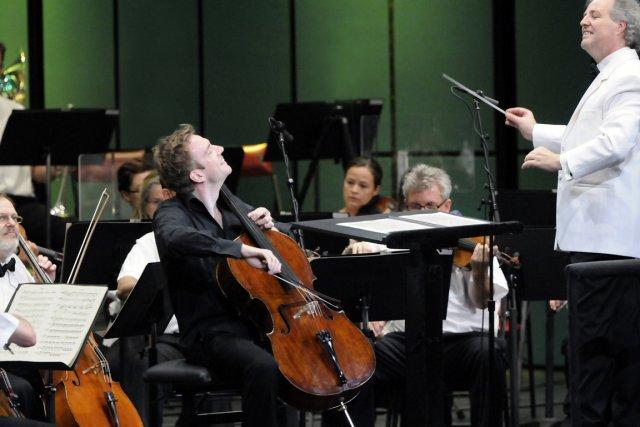 Le violoncelliste Johannes Moser et le chef Manfred... (Photo : Christina Alonso ©, Festival de Lanaudière)
