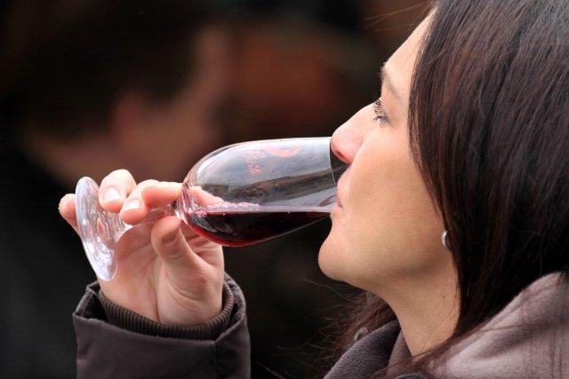 La consommation annuelle de vin par habitant de 15ans et plus est  passée de... (Photo Radek Mica, AFP)