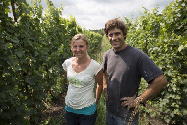 Les propriétaires du vignoble des Pervenches, Véronique Hupin... (Photo Olivier Pontbriand, La Presse)