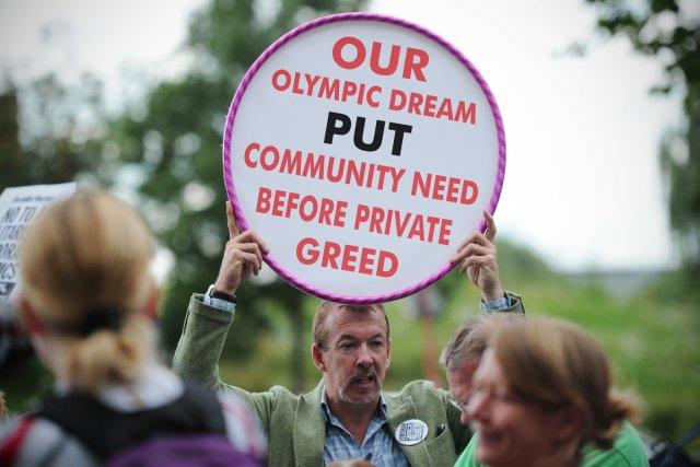 Environ 200 personnes ont manifesté samedi dernier contre... (PHOTO CARL COURT, AFP)