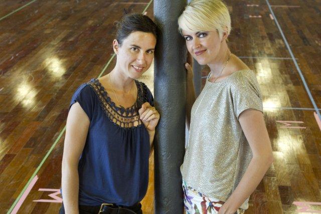 La chorégraphe Noémie Lafrance avec la porte-parole Geneviève... (Photo Robert Skinner, La Presse)