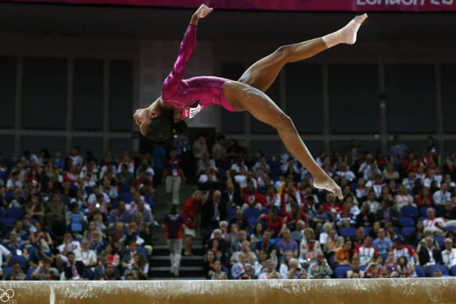 gabrielle douglas remporte l 39 preuve reine de la gymnastique nancy armour gymnastique. Black Bedroom Furniture Sets. Home Design Ideas