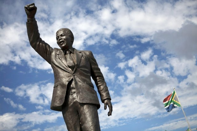 Une statue du leader historique de l'Afrique du... (PHOTO Finbarr O'Reilly, REUTERS)