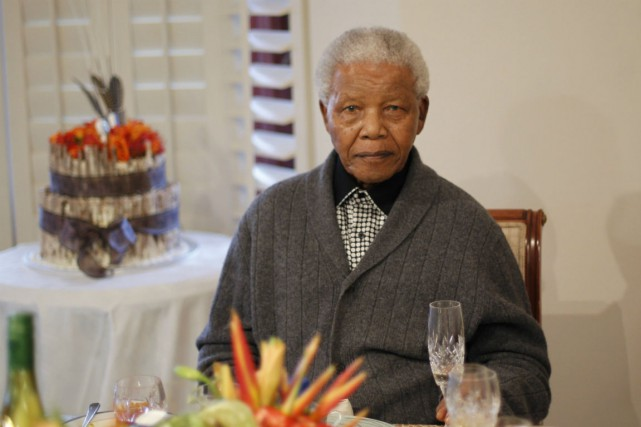 Nelson Mandela... (Photo Siphiwe Sibeko, Reuters)