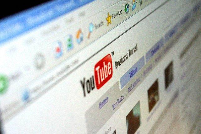YouTube a récemment revu à la baisse le nombre de «vues» pour les vidéos... (PHOTO SAMANTHA SIN, ARCHIVES AFP)
