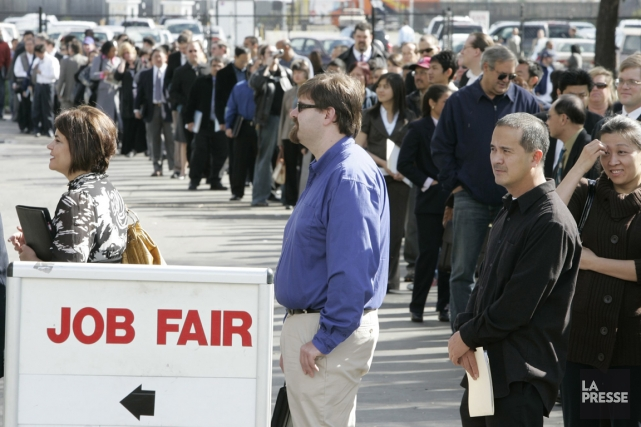 Foire d'emplois en Californie... (PHOTO PAUL SAKUMA, ARCHIVES ASSOCIATED PRESS)