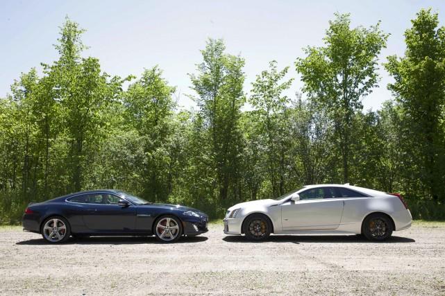La jaguar XKR (gauche) et la Cadillac CTS-V.... (Photo: Éric LeFrançois, collaboration spéciale)
