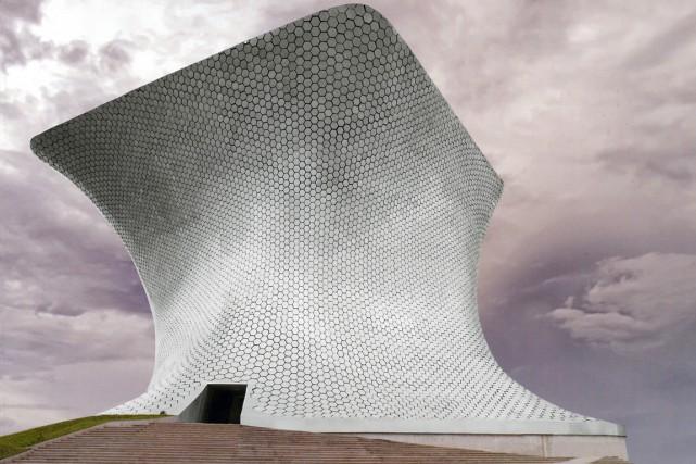 Le musée Soumaya, à Mexico, abrite sur ses... (Photo fournie par le Museo Soumaya.)