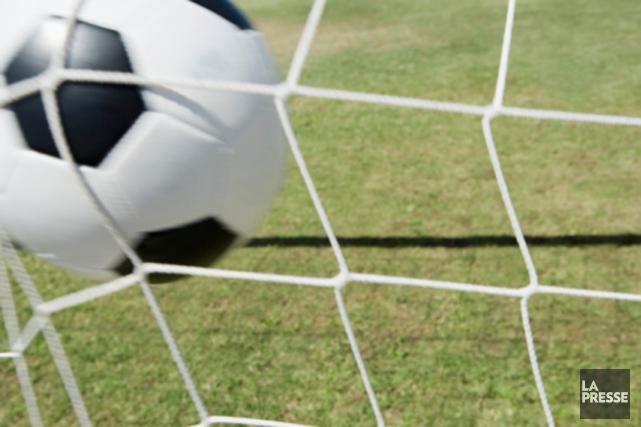 Deux produits du programme sport-études de soccer de l'École secondaire... (Photos.com)