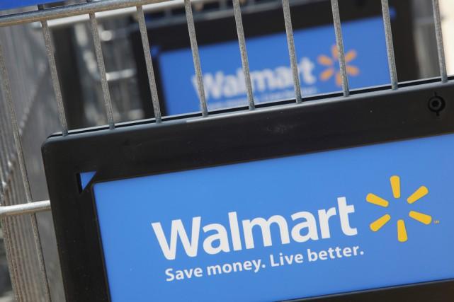 Un groupe représentant des employés de Walmart (WMT) demande... (PHOTO JOHN GRESS, REUTERS)