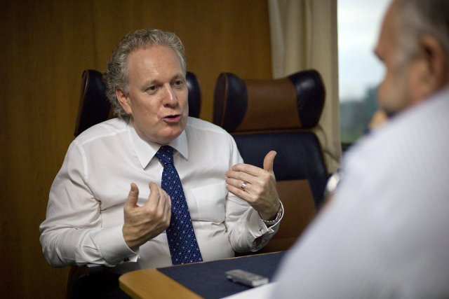 Le premier ministre Jean Charest, que l'on voit... (Photo: David Boily, La Presse)