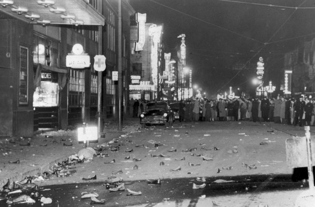 La foule a fait connaître sa colère, le... (Photo: Archives de La Presse)