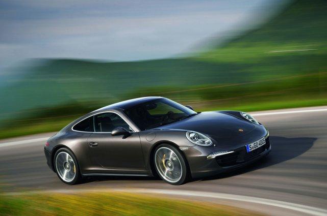 La Porsche 911 Carrera 4S est attendue au... (Photo fournie par Porsche)
